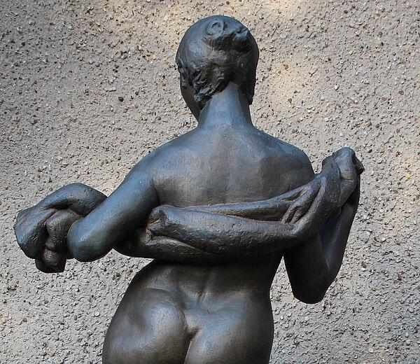 Bernd Göbel_Weibliche Figur mit Tuch